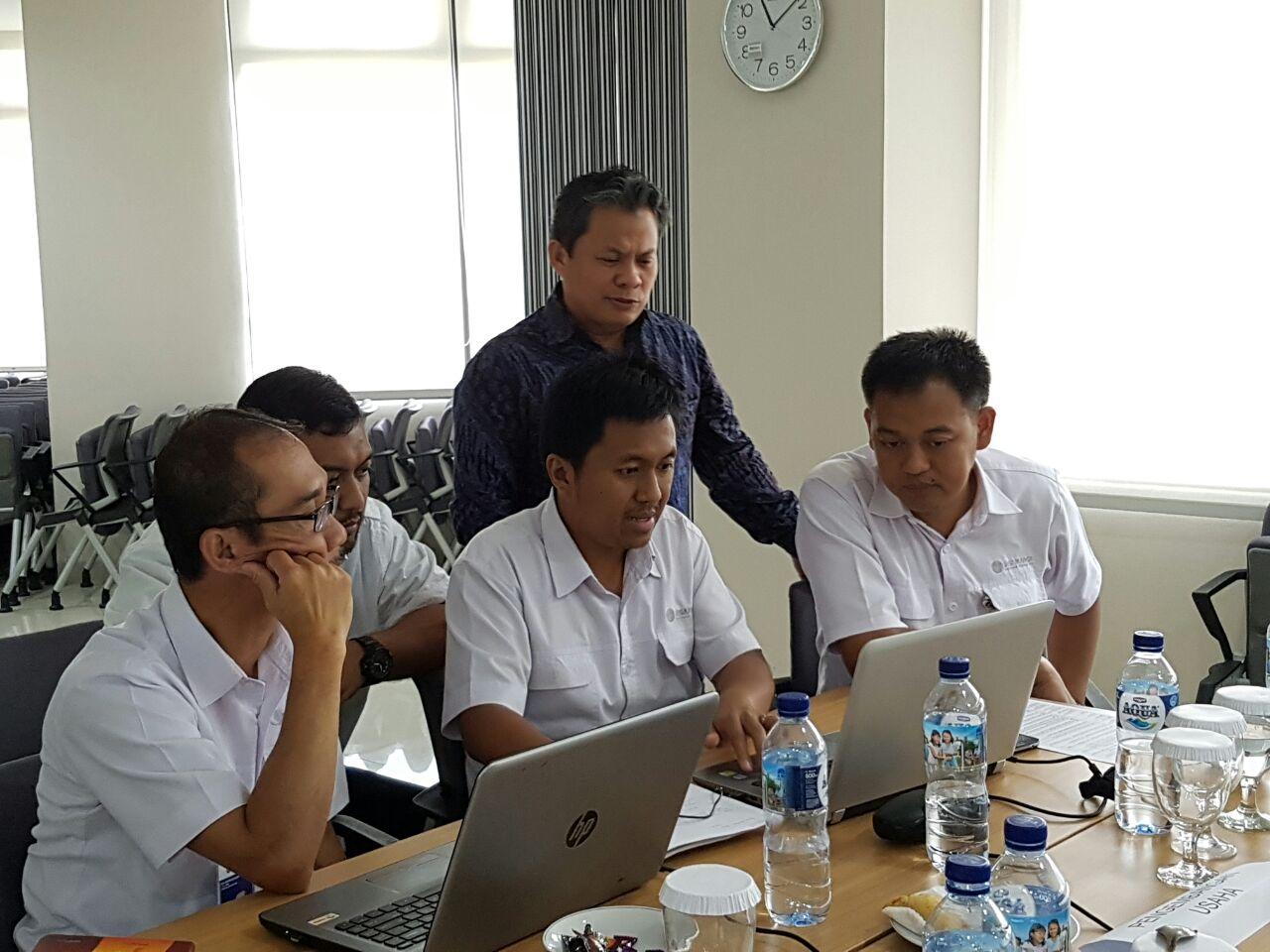 Pembimbingan langsung peserta workshop